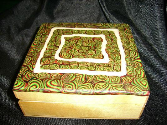Boite carré en bois et pâte fimo spirale