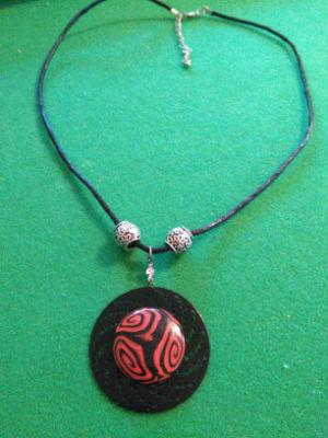 Collier pendentif en pâte fimo et métal
